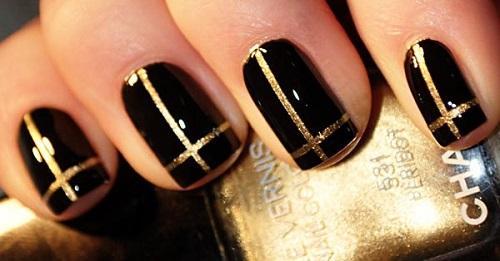 Nail màu đen với họa tiết hình chữ nhật đặc sắc cho các nàng chuột phú quý cả năm