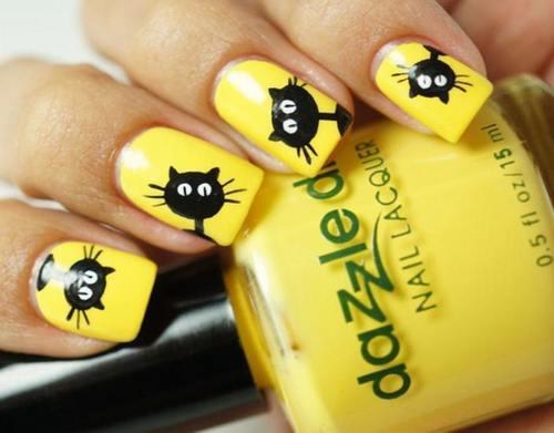 Nail màu vàng với họa tiết đặc biệt cho bạn gái trẻ trung nổi loạn
