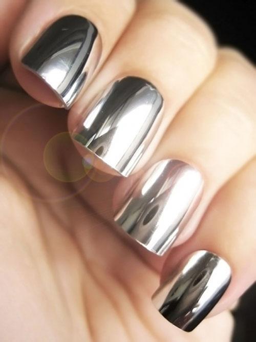 Nail tráng gương màu bạc là xu hướng làm đẹp thịnh hành khiến phái đẹp mê mẩn