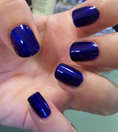 Năm nay màu xanh dương được nhiều bạn trẻ chú ý lựa chọn tô điểm móng
