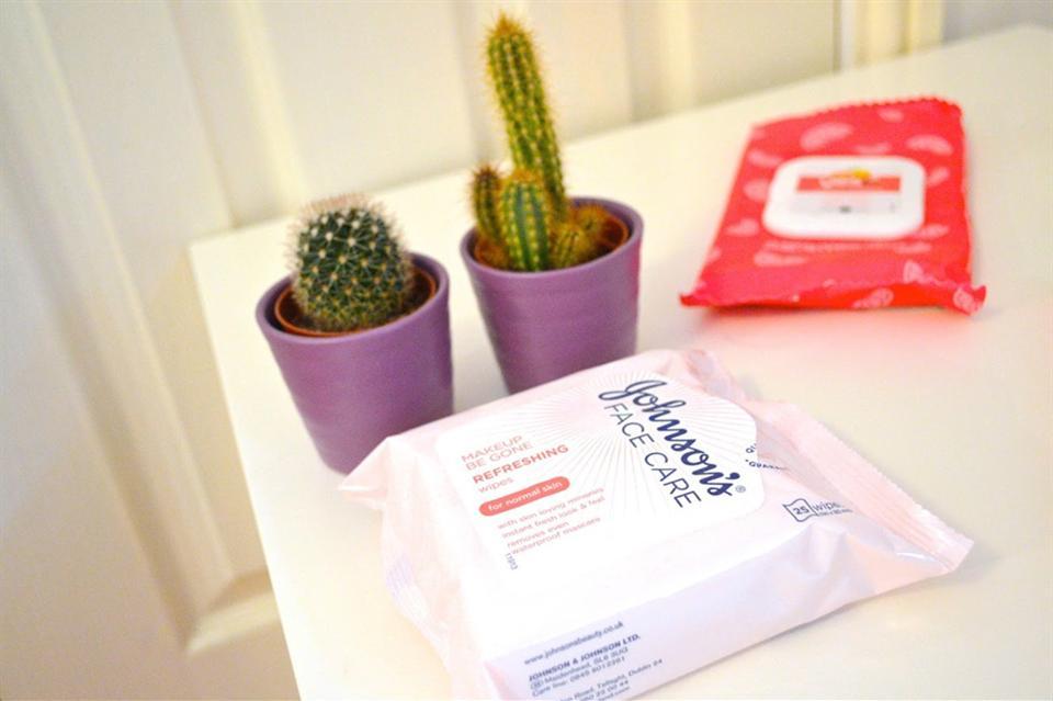 Chọn loại giấy ướt tẩy trang không chứa cồn để chăm sóc, làm sạch da