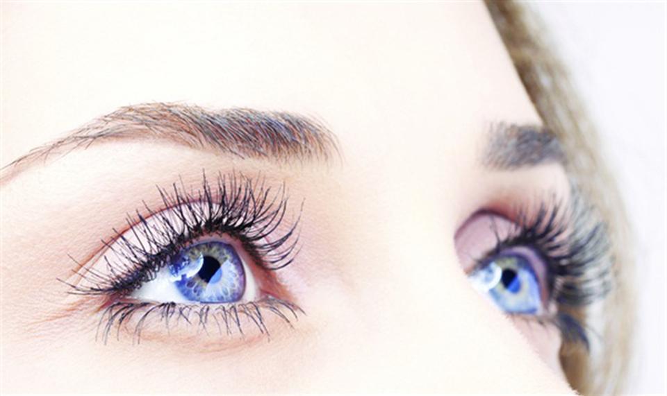 Mascara làm cho đôi mắt của bạn thêm quyến rũ và nổi bật