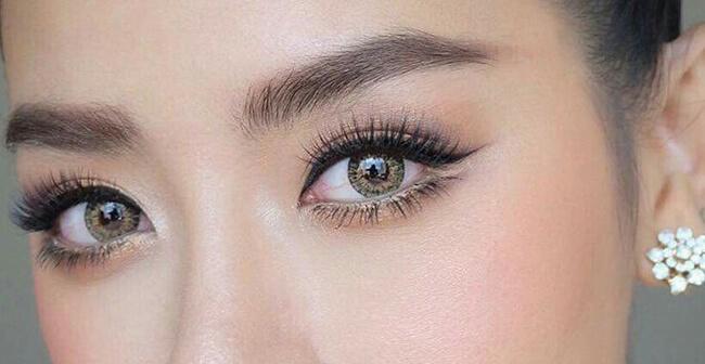 Đôi mắt đẹp sắc sảo cũng có sự góp phần không hề nhỏ của những màu phấn mắt đấy!