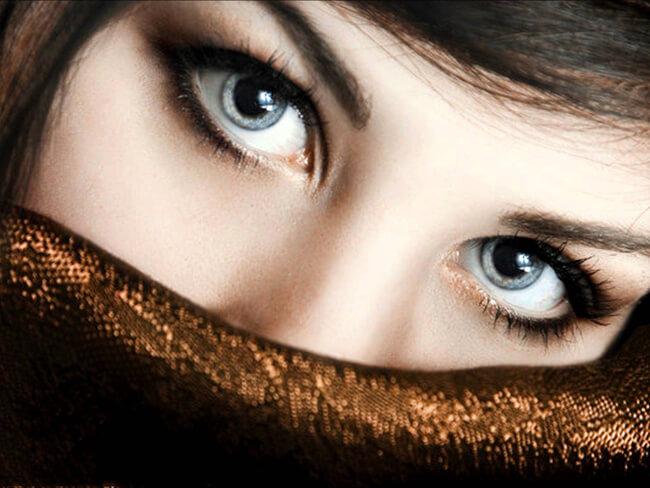 Phấn mắt cũng góp phần quan trọng cho bạn gái đôi mắt sâu hút và đầy bí ẩn