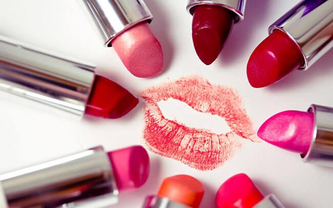 Cách lựa chọn son môi an toàn không độc hại cho bạn gái