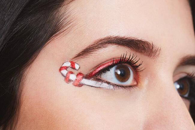 Trang điểm đôi mắt ấn tượng ngày Noel với hình ảnh kẹo gậy độc đáo