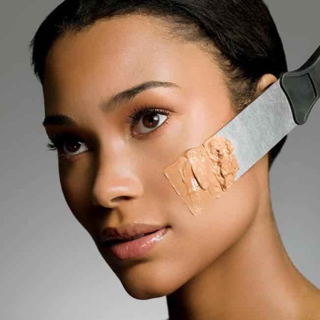 Kem nền thật sự rất cần thiết, là vũ khí lợi hại cho bạn lớp make-up tuyệt vời đấy!