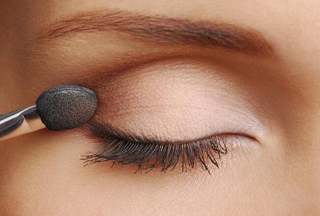 Cách phối màu mắt thanh lịch