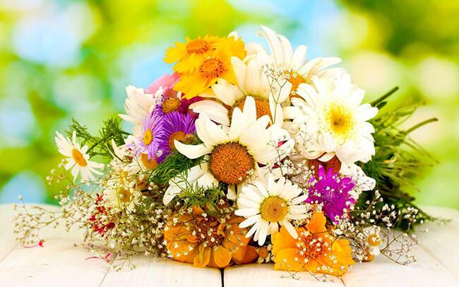 Một bó hoa tươi sẽ là món quà 20/10 đơn giản nhưng ý nghĩa nhất