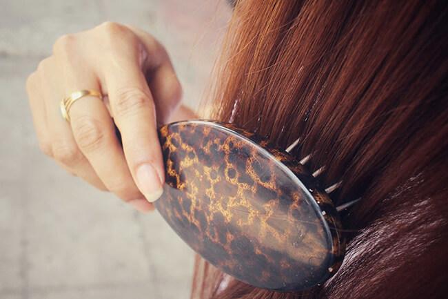 Chải tóc cũng cần có thời gian nữa đấy, bạn gái chú ý nhé!
