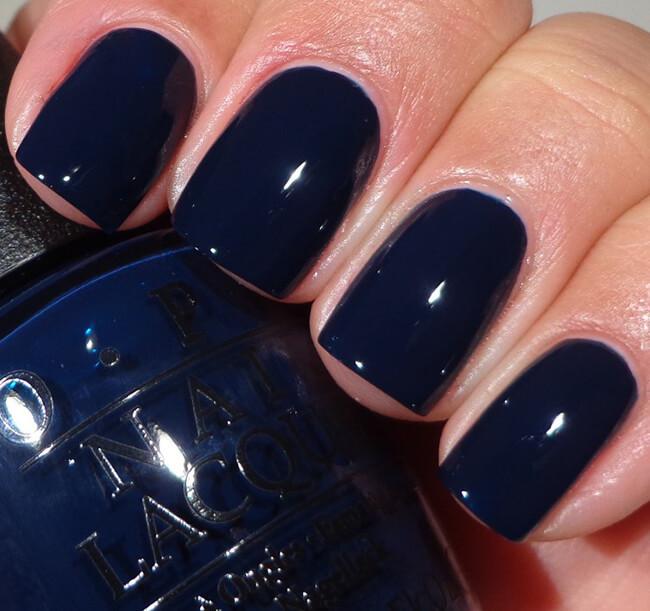Bộ móng midnight blue (xanh đen nhũ) cho ngày Noel ấn tượng