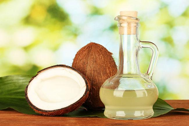 Dầu dừa là nguyên liệu tự nhiên giúp chăm sóc răng miệng cực hiệu quả
