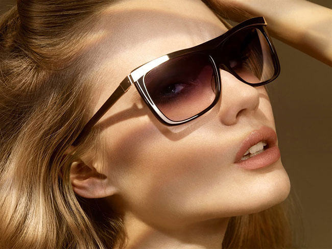 Đeo kính râm để bảo vệ vùng da mắt tối đa