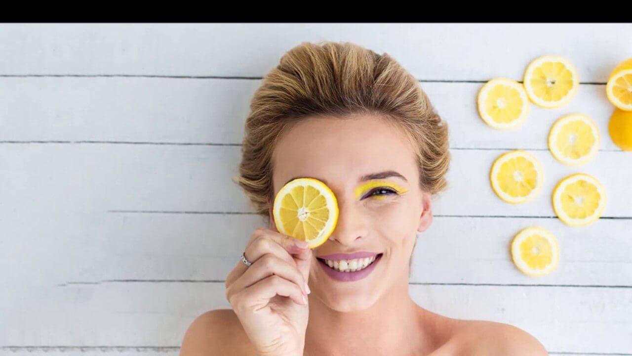 Chanh là một trong những loại hoa quả giúp hút lượng dầu thừa trong da của bạn