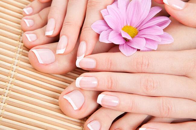 Chọn màu sơn móng tay đẹp chuẩn bị cho dịp lễ cuối năm