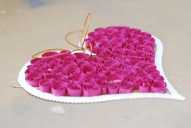 Trang trí cho tấm thiệp bằng một trái tim ngọt ngào, tràn đầy tình yêu bạn dành tặng người phụ nữ bạn yêu thương