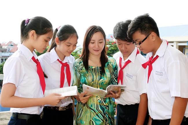 Áo dài cho cô giáo thêm thướt tha và xinh đẹp làm quà tặng 20-11 nhé!