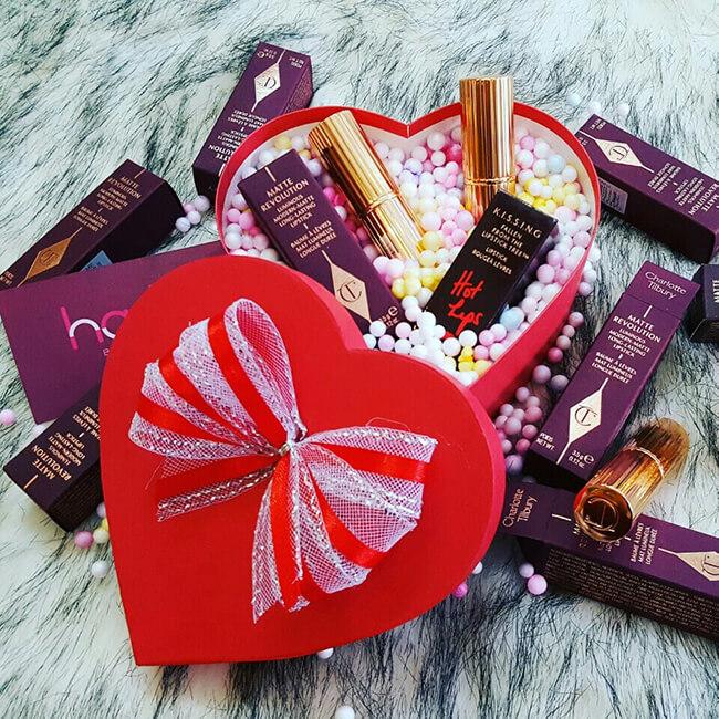 Son môi đứng top đầu bảng những món quà mỹ phẩm ý nghĩa dành tặng người phụ nữ bạn yêu quý