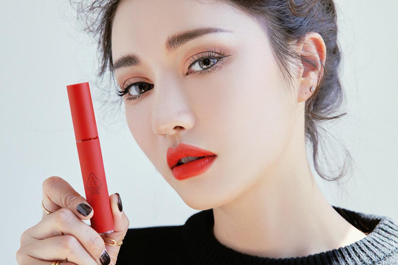 Son môi đỏ giúp nàng nổi bật