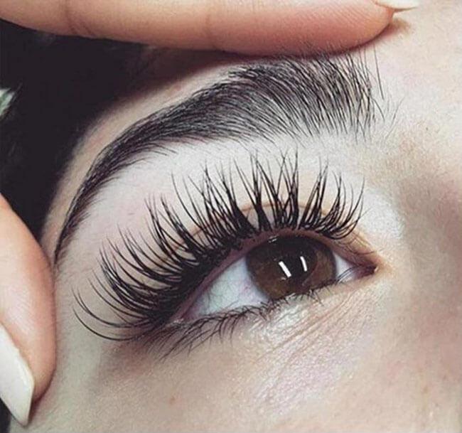 Công dụng kỳ diệu của son môi - dưỡng lông mi dài và cong vút