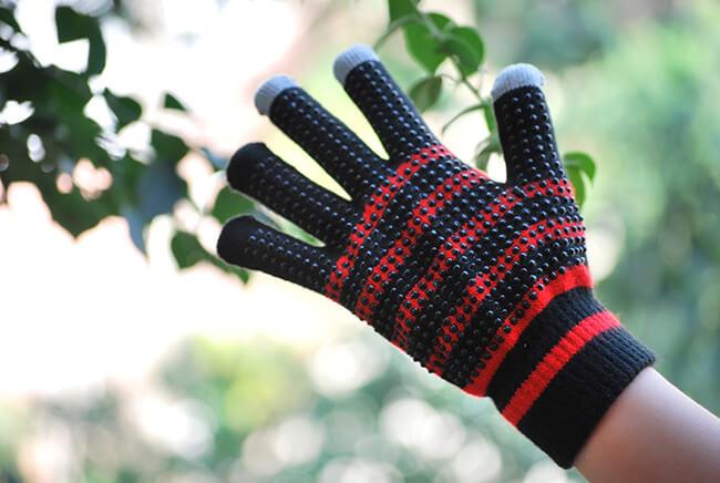 Một đôi găng tay ấm áp mùa Noel