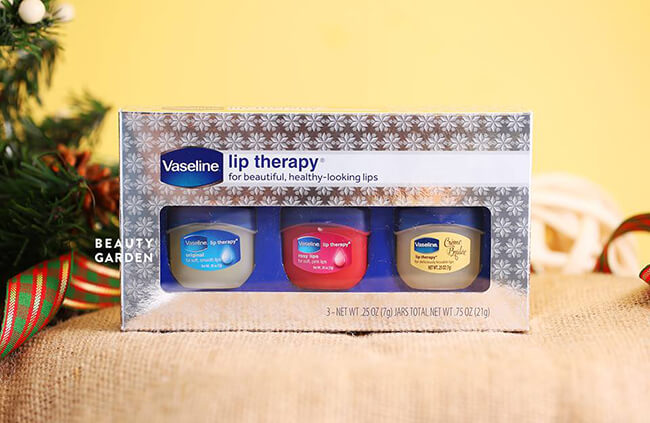 Son dưỡng môi Vaseline Lip Therapy giúp bảo vệ và làm sạch cho đôi môi mềm mượt, sáng mịn