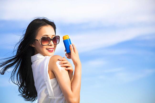 Bảo vệ da dưới trời nắng giúp da bạn được trẻ hóa mãi