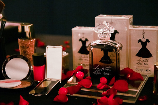 Nước hoa và những dụng cụ trang điểm sẽ là món quà tinh tế cho người phụ nữ bạn yêu thương nhân ngày 20-10