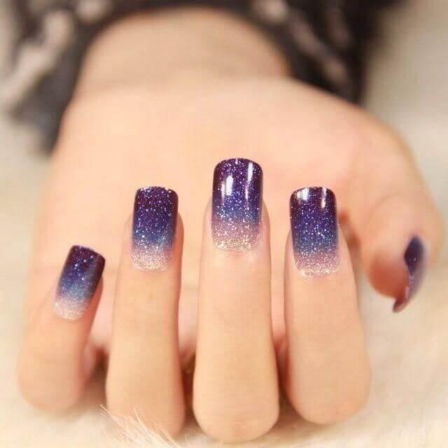 Đây là một kiểu nail thú vị, cho người khác cảm giác như cả vũ trụ và dãi ngân hà thu gọn lại