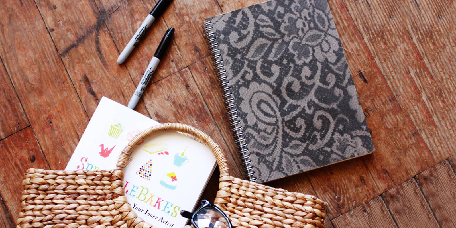Bút và sổ sẽ là món quà phù hợp tặng cô giáo trong ngày 20/10