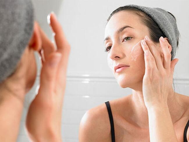 Nên sử dụng các loại kem dưỡng trắng da có chỉ số chống nắng
