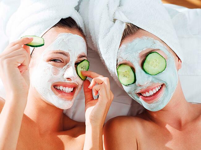 Chăm sóc da bằng cách đắp mặt nạ dưỡng da